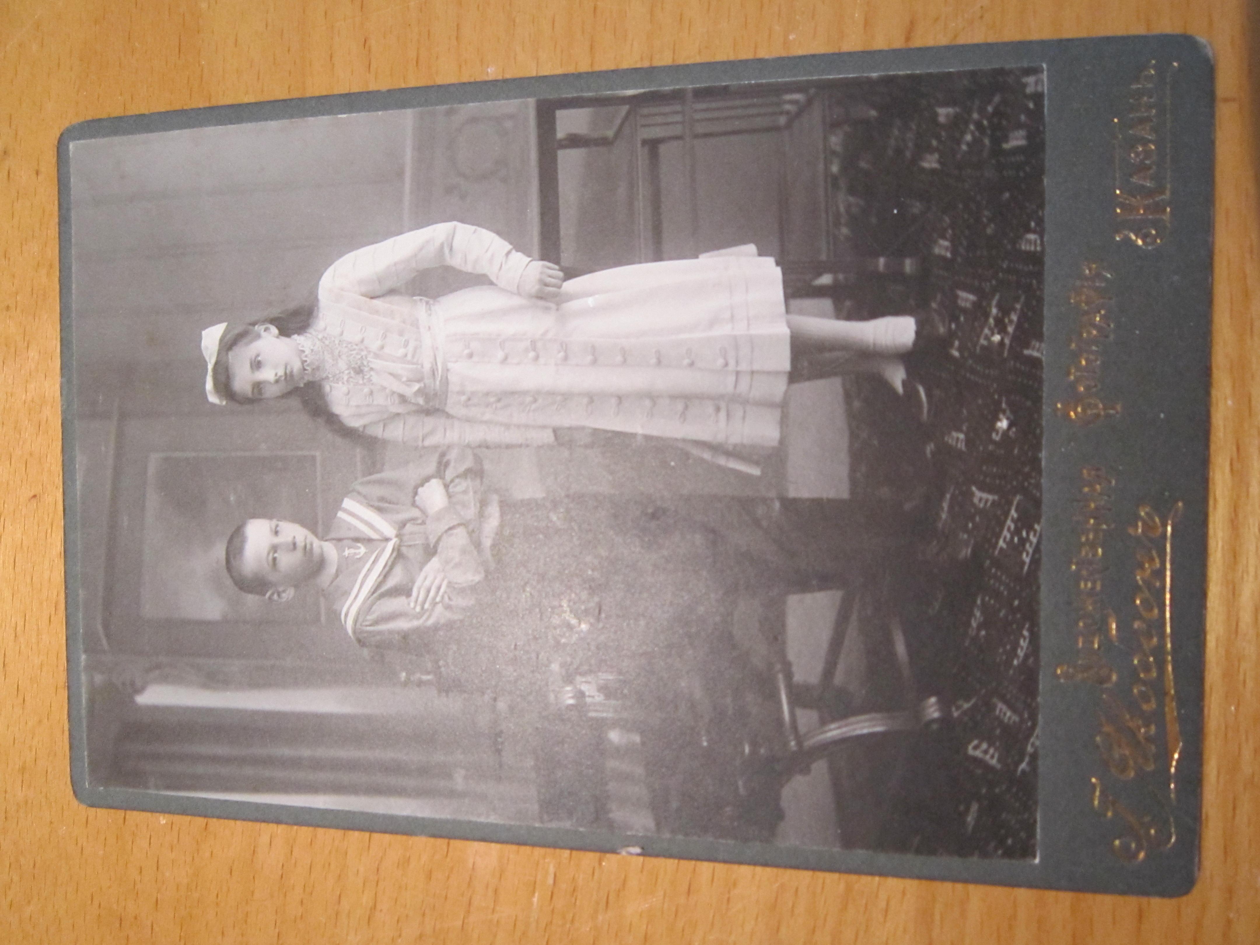 Кто покупает старые фотографии